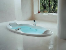 Integrated oval bath