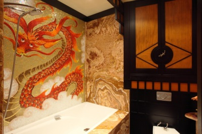 Chinese motives in the interior of a bathroom