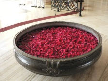 Large bath with roses