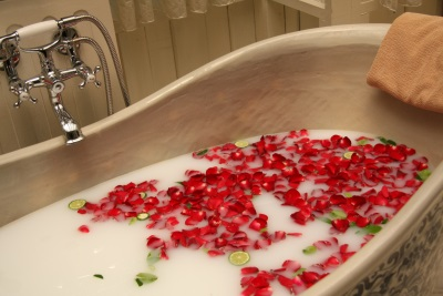 Bath with milk and roses