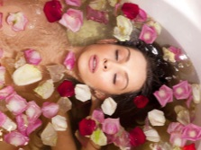 Procedures in the bath with roses