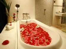 Beautiful bath with roses