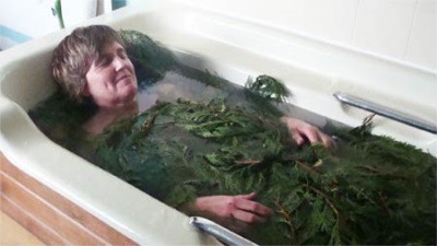Bath with natural pine needles