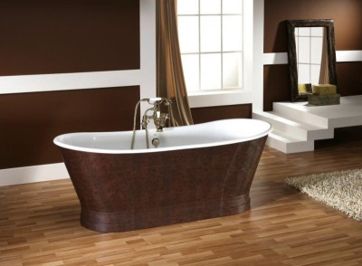 Bath decorated with a natural leather