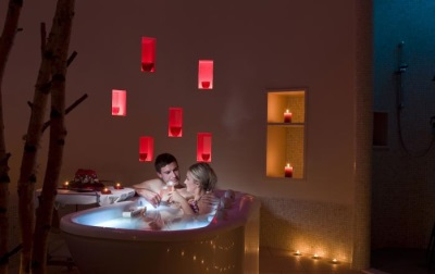 bathtub for two people