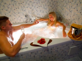 Romantic bath for two