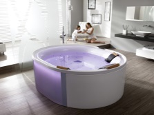 Bath with hydromassage and chromotherapy
