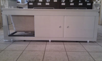 The screen is made ​​of MDF under the bath