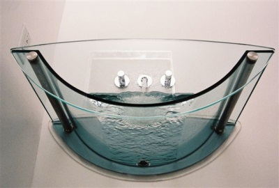 Model bath of glass