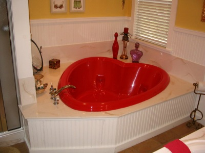Large bath in the form of heart