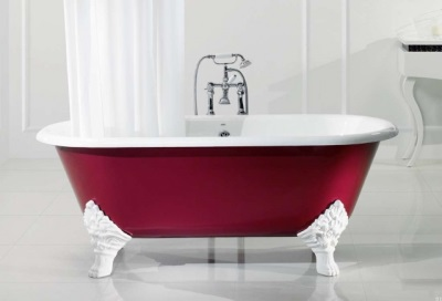 Cast iron bathtub on legs