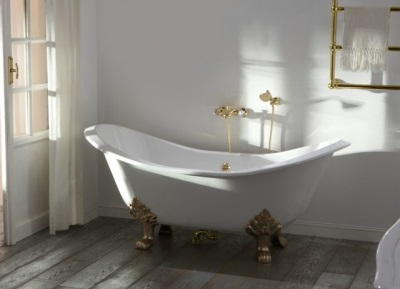 The cast-iron claw-foot bathtub in the classic style