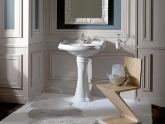Sink - tulip in a classic design bathroom