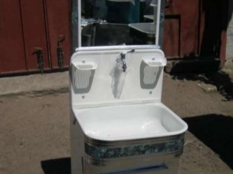Wash - Moidodyr for garden or garden with soap holders and mirror