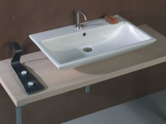 Surface washbasin rectangular white 60 cm wide in the bathroom