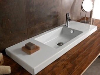 White rectangular washbasin in the bathroom