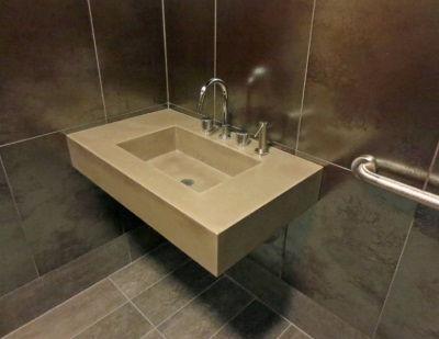 Tractor-mounted washbasin in natural stone
