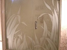 Glass shower with a pattern