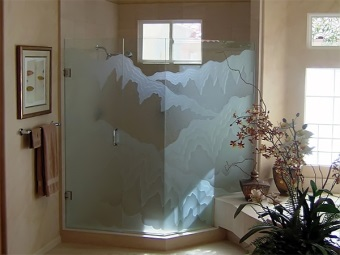 Glass with sandblasted pattern
