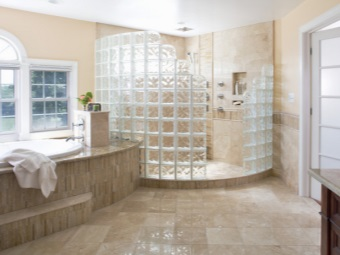 Glass shower with patterns