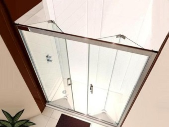 Folding glass doors in the shower