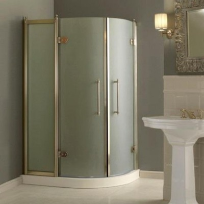 Shower with swinging doors