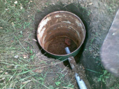 The pit in the country to drain the water from the shower enclosure made ​​of polycarbonate