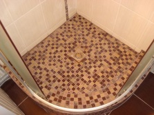 Facing shower tray