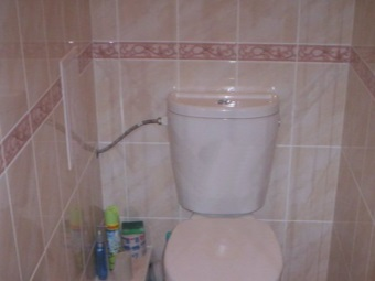 Side water supply to the toilet tank