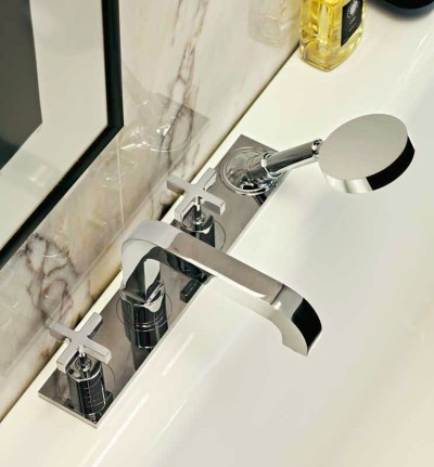 Flush taps in the bath