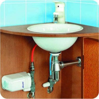 Instantaneous water heater under the sink