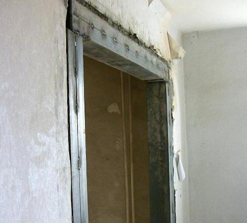 Come fare una porta nel supporto parete build daily - Apertura porta su muro portante ...
