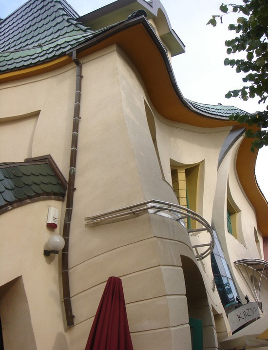 The miracle of architecture - House Sopot is a side view of the curve