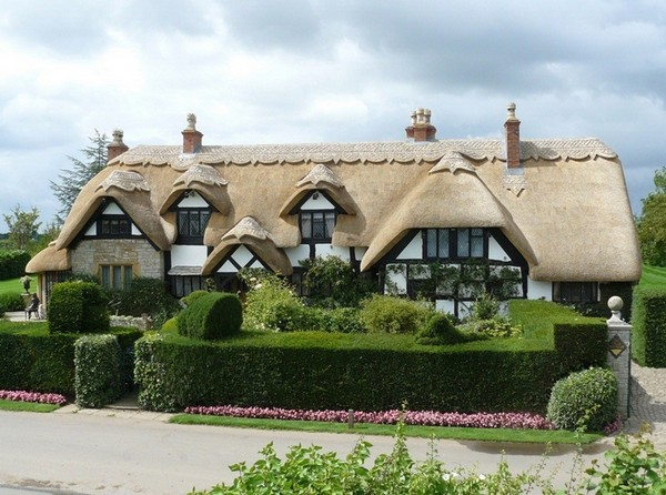 House with the original thatched roof