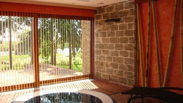 Persianas en el balc n la variedad y dise o foto build daily - Persianas para balcones ...