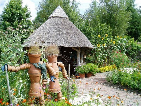 Couple scarecrow of flower pots