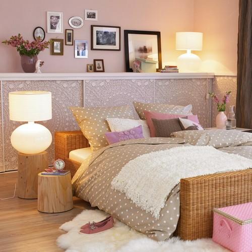 De planken boven het bed en het hoofdeinde met planken foto build daily - Nachtkastje schans ...