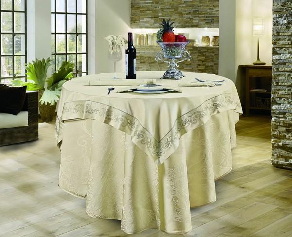 Tovaglie e tovaglioli sul tavolo la selezione for Tavolo rotondo tovaglia