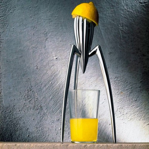 Hand juicer with an original design for citrus