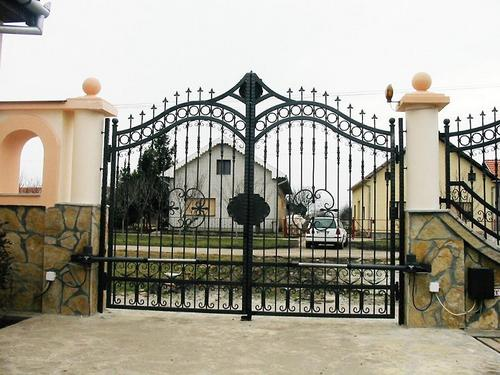 Wrought iron gates for country sites