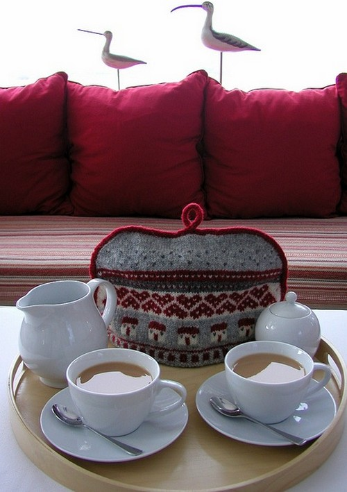 Warmer knitted tea cozy