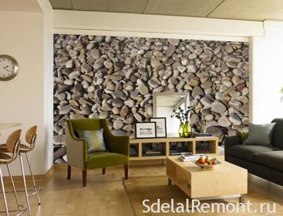 Decorating the walls with pebbles