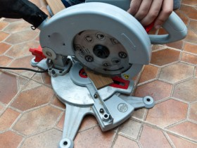 Miter saw for cutting casings