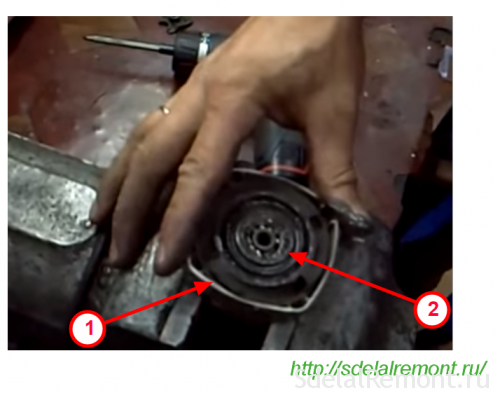 Removing the cover of the bearing reducer