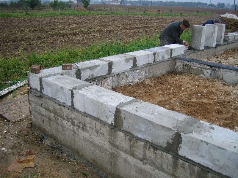 Как правильно сделать фундамент для дома из пеноблока 176