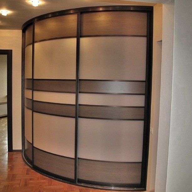 Шкафы-купе радиусные.