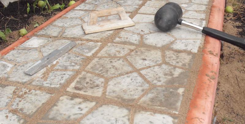 Укладка дорожек тротуарной плиткой своими руками 97