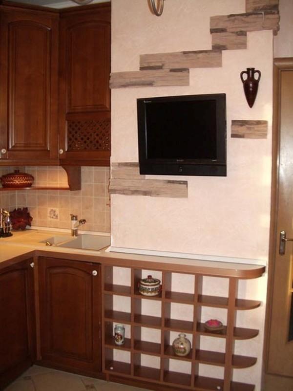 Дизайн кухни с вентиляционным коробом посередине