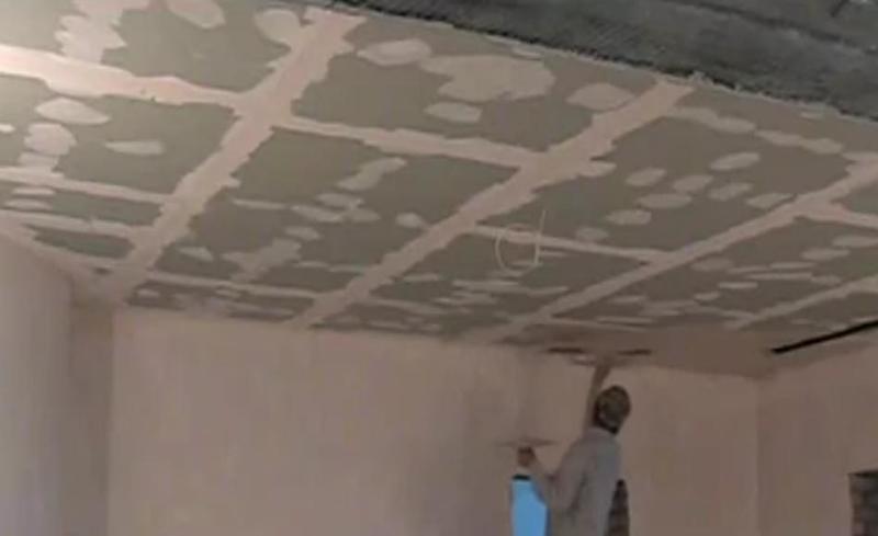 Как шпаклевать потолок своими руками новичку 23